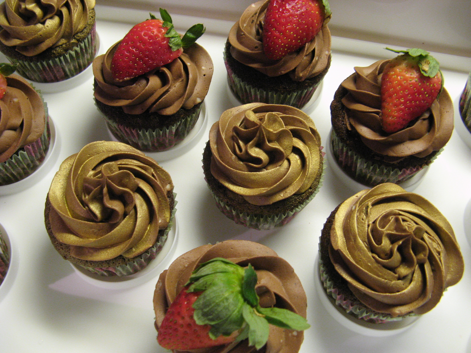 how to use luster dust on chocolate covered strawberries